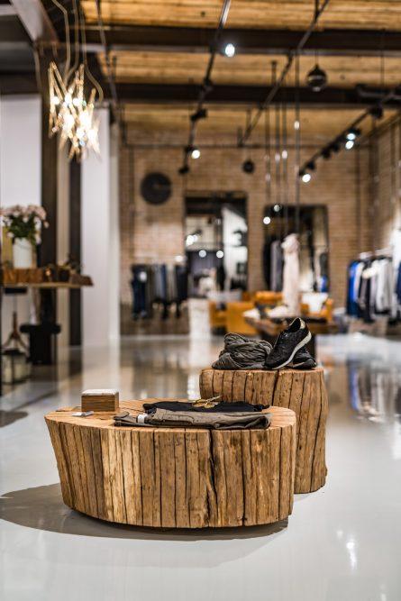 VIVI&LULU - predajne s dámskou módou - drevený nábytok z dielne REM ART